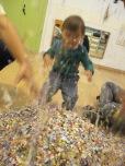 Taller art per nadons, Sessió 5: Dibuixem amb comfetti